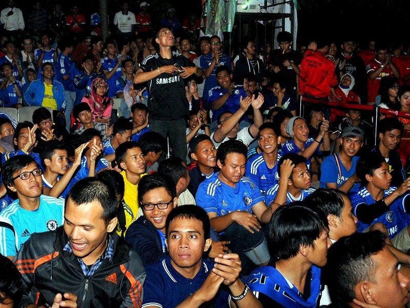 Peluang Bisnis Dari Keberadaan Fans Sepakbola Di Indonesia